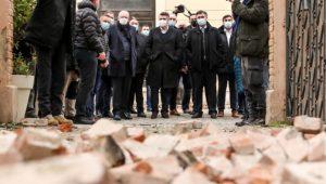28.12.2020., Sisak - Premijer Andrej Plenkovic i predsjednik RH Zoran Milanovic, u drustvu ministara stigli je u Sisak i obisli zgrade stradale u potresu koji je jutros pogodio sjeverozapadni dio Hrvatske. Photo: Luka Stanzl/PIXSELL